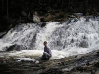 Полноводный водопад Трехголовый